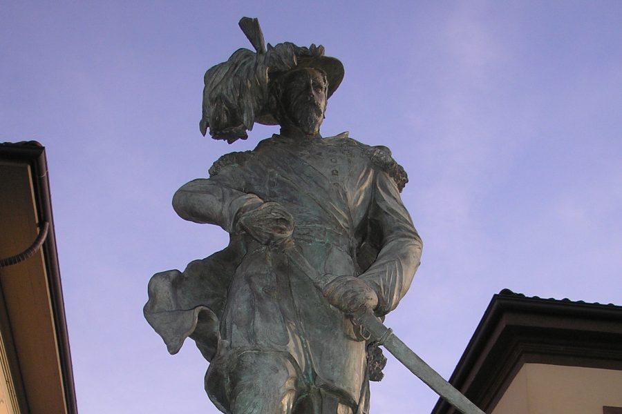 Chivasso, Piazza XXIV Maggio, Monumento ai Bersaglieri
